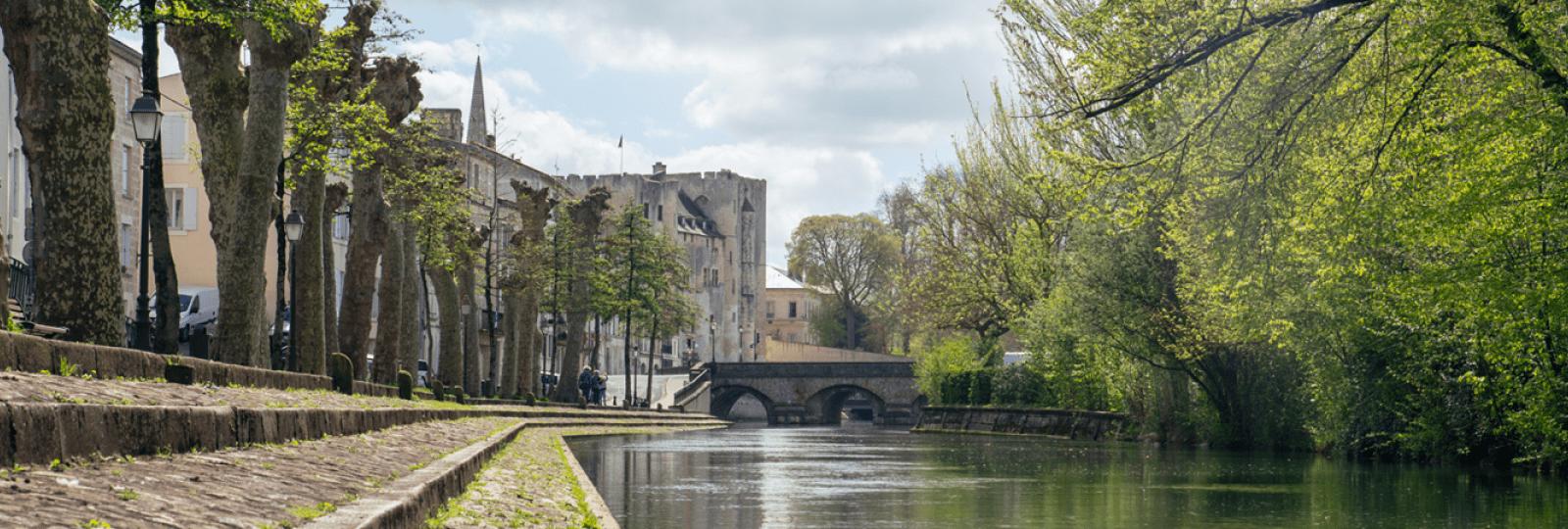 Balade sur les quais de Niort, aux portes du Marais poitevin
